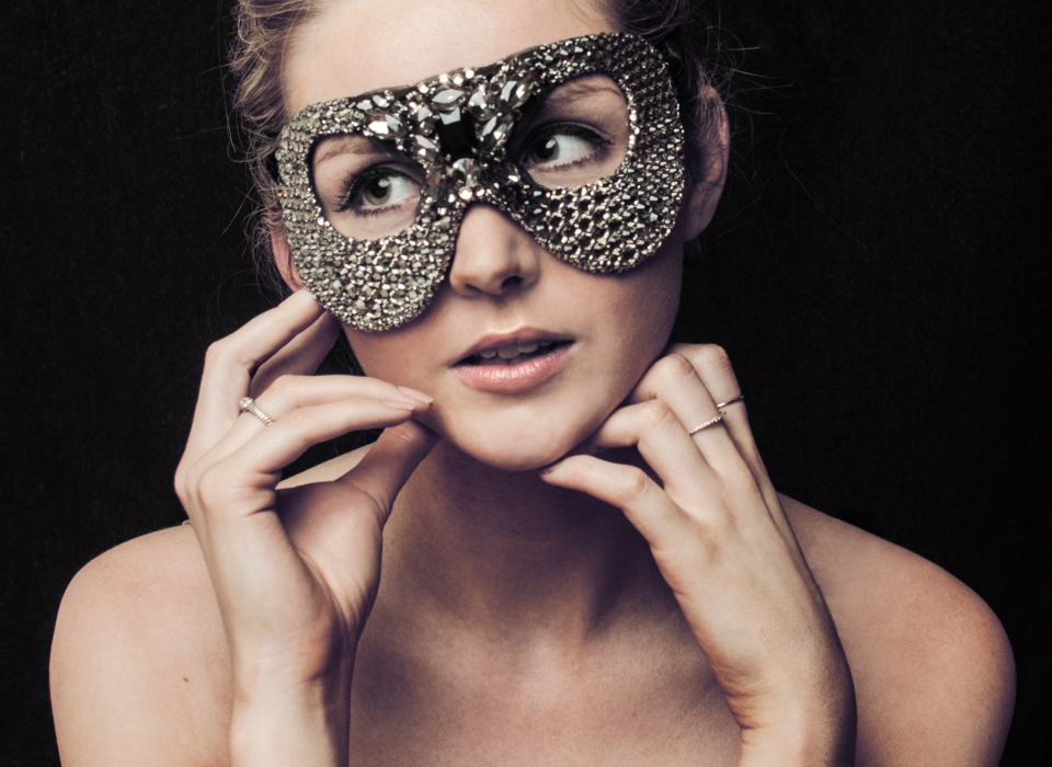 Jet-Black-Diamond-Courtesan-Mask